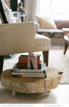 Подставка для книг. Красивая деревянная подставка, с роликами, для книг и журналов из спила дерева.