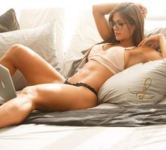 Hard beautiful body and glasses for a spark of smart : fitgirls
