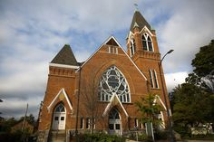 6 Historic Churches with Beautiful Architecture in Ypsilanti Beautiful Architecture, Beautiful Buildings, Old Churches, Historical Architecture, Historic Homes, Bricks, Plank, Notre Dame, Michigan