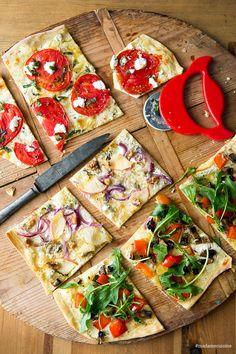 Vegetable tarte flambée: savory and crispy - madame Gemüse-Flammkuchen: Herzhaft und knusprig – Madame Cuisine Vegetable tarte flambée: savory and crispy Madame Cuisine recipe - Spinach Flatbread Recipes, Pizza Recipes, Snack Recipes, How To Make Pizza, Food To Make, Vegetable Tart, Vegetable Quiche, Making Homemade Pizza, Healthy Snacks