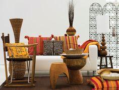 Estilo africano. Sala com decoração exótica. Estilo étnico.
