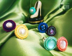anillos bordados con botones Manualidades