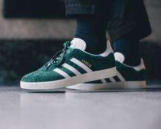 adidas Gazelle Collegiate Green - Gazelle Adidas - Ideas of Gazelle Adidas - adidas Gazelle Collegiate Green Sneakers Outfit Men, Green Sneakers, Sneakers Fashion, Men's Sneakers, Adidas Gazelle Outfit, Adidas Outfit, Adidas Gazelle Green, Adidas Shoes, Reebok