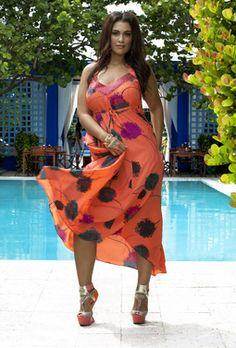 Parfaite pour l'été. Robe de soirée grande taille de luxe #AnnaScholz // A beautiful plus size dress designed by Anna Scholz #curves #psfashion