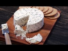 Easy way to make fresh and delicious cheese at home. This Boursin Style Cheese will blow you away! It's addictively delicious, soft creamy and slightly crumb. Spreadable Cheese, Boursin Cheese, Jam Recipes, Cheese Recipes, Cookie Recipes, Homemade Pita Bread, Homemade Cheese, Kefir, Mascarpone Recipes