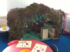 Gruffalo's den role-play area. Gruffalo Activities, Gruffalo Party, Eyfs Activities, The Gruffalo, Classroom Activities, Gruffalo Eyfs, Preschool Literacy, Classroom Ideas, Classroom Setting