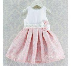www.pinkninas.com.br Vestido infantil de festa de organza bordada e shantung Bordado manual pérolas e strass junto à faixa de shantung afixada à cintura
