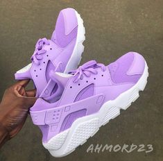 Image of Lavender Huaraches Haraches Shoes, Sock Shoes, New Shoes, Jordan Shoes Girls, Girls Shoes, Nike Shoes Huarache, Cute Sneakers, Fresh Shoes, School Shoes