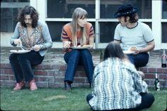 The Swinging Sixties - Joni Mitchell, Eric Clapton and David Crosby sharing a meal at Cass Elliott's Laurel Canyon house, 60s Music, Music Icon, Music Love, Eric Clapton, Henry Diltz, Rock And Roll History, Carly Simon, The Yardbirds, Best Guitar Players