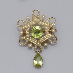 Edwardian peridot and seed pearl brooch of hexagonal looped ribbon design, set with seed pearls around central octagonal step-cut peridot, supporting pear-cut peridot drop below - width Old Jewelry, Pearl Jewelry, Antique Jewelry, Jewelery, Vintage Jewelry, Fine Jewelry, Zipper Jewelry, Bijoux Art Nouveau, Peridot Jewelry