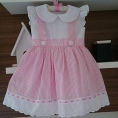 Bildergebnis für vestidos com aplique infantil Frocks For Girls, Little Girl Outfits, Little Dresses, Little Girl Dresses, Baby Dresses, Baby Dress Design, Baby Girl Dress Patterns, Toddler Dress, Toddler Outfits