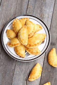 Empanadas, Ethnic Recipes, Food, Cooking Recipes, Salads, Essen, Empanada, Meals, Yemek