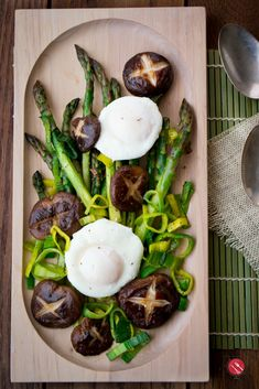 Sautéed Asparagus and Mushrooms with Poached Eggs/ #brunch #breakfast/ #eggs/ GLUTEN-FREE/ LOW CARB/ DIABETIC FRIENDLY/ SPRINGTIME VEGETABLES/ POACHED EGGS/ VEGETARIAN/ https://www.hwcmagazine.com