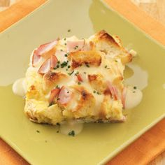 Eggs Benedict Casserole ~ great way to make EB for a crowd or brunch table.