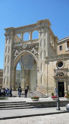 Lecce / Sedile in pietra leccese