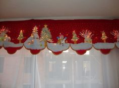 Manualidades decorativas: Aprende a como elaborar Cortinas Navideñas simplemente a mano Christmas Time Is Here, Christmas Mom, Christmas Sewing, Retro Christmas, Christmas Projects, All Things Christmas, Holiday Crafts, Christmas Ornaments, Holiday Decor
