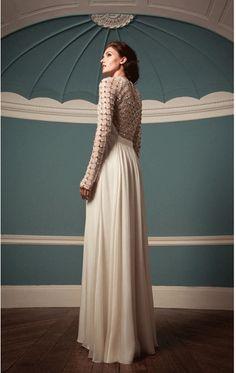 Cremefarbene Hochzeitskleider: Mit dem Rücken glänzen