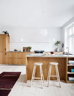 French Kitchen Decor, Scandinavian Kitchen, Home Decor Kitchen, Kitchen Furniture, Kitchen Interior, Home Kitchens, Kitchen Dining, Interior Design Inspiration, Home Decor Inspiration