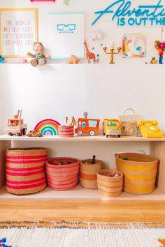 DIY Simple Wood Toy Shelf (Montessori Inspired) - Studio DIY Toy Room Storage, Kids Storage, Playroom Decor, Kids Decor, Diy Montessori Toys, Montessori Toddler, Toy Storage Solutions, Toy Shelves, Toy Rooms