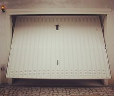 Basculante automatico Tau. Automatic garage door.