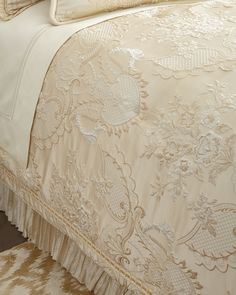Queen Charlotte Comforter, Ivory - Austin Horn Collection