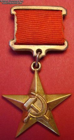 """Collect Russia Gold """"Hammer and Sickle"""" Medal of a Hero of Socialist Labor, Type 2 Variation """"thick"""" sub-variation, awarded on 19 March 1948 to Ivan Kalinin. Army Medals, Military Ribbons, Uniform Insignia, Military Awards, Military Decorations, Back In The Ussr, Grand Cross, Hammer And Sickle, Royal Art"""