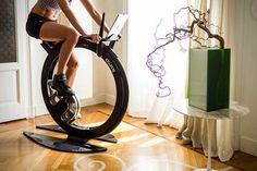Футуристический велотренажер Ciclotte — лучший мотиватор<br><br>Тренажер Ciclotte — это сталь, углеродное волокно, стекло, крутая форма и куча возможностей. Подставка под iPad, трансляция реальных дорог, скорость и расстояние — отличная мотивация для занятий.