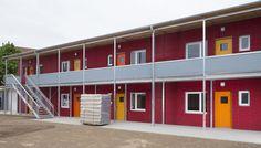 #Wohnheim #Flüchtlingsunterkunft #zweistöckig Shelving, Kindergarten, Divider, Garage Doors, Outdoor Decor, Room, Furniture, Home Decor, Dormitory