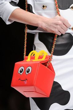 Best Bags Fall 2014 - happy meal purse by moschino Unique Purses, Unique Bags, Cute Purses, Fall Handbags, Best Handbags, Purses And Handbags, Pink Handbags, Chanel Handbags, Sac A Dos Moschino