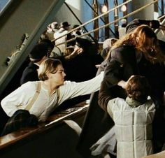 Titanic Go rose😢 Titanic Photos, Rms Titanic, Titanic Behind The Scenes, Titanic Movie Facts, Best Tv Couples, Leo And Kate, Titanic History, Jack Dawson, Young Leonardo Dicaprio