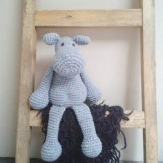 Alex geniet van zijn vrije dag. Alex the hippo loves his holliday.  #amigurumi #amigurumilove #amigurumitoy #handmade #crochet #crochetaddict #heklet #hekle #hækle #häkeln #diy #virking #ganchillo #uncinetto #crochetersofinstagram #edsanimals #craftastherapy #madebycora #hakenisleuk #hakeniship by made_by_cora