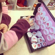 BYGGA ORD. Förskolan ska lägga stor vikt vid att stimulera varje barns språkutveckling och utifrån våra barnens stora intresse kring bokstäver och sitt egna namn så har jag med hjälp utav återvunne…