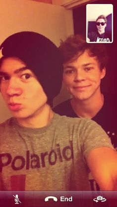 Luke facetiming with calum and ashton.the funny part is they are probably in Luke facetiming with ca Calum Thomas Hood, Calum Hood, 5 Seconds Of Summer, 5sos, Australian Boys, Ashton Irwin, Michael Clifford, Jawline, Luke Hemmings