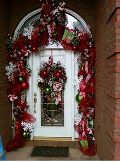 50 Simple DIY Christmas Door Decorations For Home And School Christmas Front Doors, Christmas Porch, Noel Christmas, Christmas Projects, Christmas Wreaths, Christmas Ideas, Pink Christmas, Diy Christmas Door Decorations, Outdoor Decorations