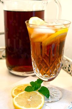 Southern Sweet Tea from /NevrEnoughThyme/ http://www.lanascooking.com/2010/08/30/southern-sweet-tea/