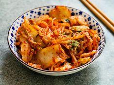 Kimchi selber machen – das koreanische Rezept Make kimchi yourself – the Korean recipe Spicy Stew, Korean Side Dishes, South Korean Food, Vegetarian Recipes, Healthy Recipes, Asian Recipes, Ethnic Recipes, Pork Chop Recipes, Healthy Cooking