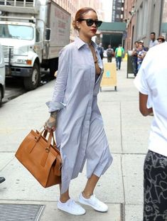 http://i.styleoholic.com/2016/06/Look-with-striped-maxi-shirtdress-and-leather-bag-1.jpg