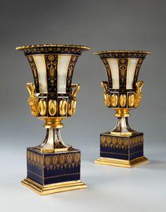A Pair Of Medici Form Porcelain Vases -- Circa 1870 -- France Porcelain Dolls Value, Porcelain Ceramics, China Porcelain, Decoration, Art Decor, Antique Restoration, Urn Vase, House Ornaments, Vases Decor