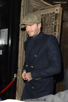 David Beckham in Saint Laurent - London Street Style David Beckham, Celebrity Red Carpet, Celebrity Style, Man's Overcoat, Toms Style, Charming Man, Well Dressed Men, Celebs, Celebrities