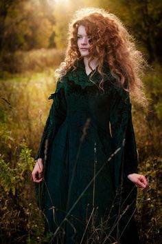 Dark green crushed velvet dress with floral embroidered woven fabric as a collar and yoke overlay and sleeve accents. (And what gorgeous curly red hair!) Photographer: Ksenia Kozlovskaya embracing my hair Beautiful Redhead, Beautiful People, Merida Cosplay, Ginger Hair, Redheads, Red Hair, Curly Hair Styles, Clothes, Dresses