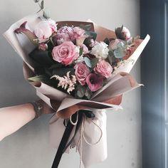 "1,423 Likes, 3 Comments - 플로리스트 이주연 florist Lee Ju Yeon (@vanessflower) on Instagram: "". Lesson Order Katalk ID vaness52 E-mail vanessflower@naver.com . #vanessflower #vaness #flower…"""