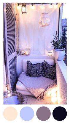 Un pequeño balcón sutilmente decorado