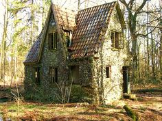 Denmark, WWII. In a forest. There is a moat around this cottage.