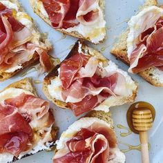 Doesn't this just look amazing? @catchingradiance made it... Your new favorite Sunday appetizer, trust me! Fresh bread, toasted + soft ricotta + fresh, thin sliced prosciutto + generous drizzle of @casparestate honey 😋✨🙌🏻 #prosciuttodiparma #prosciutto #honey #napavalley #tastenapavalley #wildflowerhoney #brunch #weekendvibes #foodie #sffoodie #sunday #sundayfunday Fresh Bread, Napa Valley, Hawaiian Pizza, Ricotta, Food Inspiration, Trust, Brunch, Appetizers, Sunday