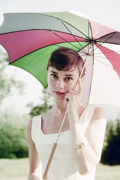 Audrey Hepburn. Love that umbrella