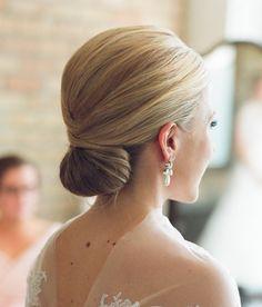 dutt frisuren   dame mit stilvoller hochsteckfrisur