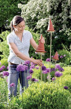 Do they work? Garden Junk, Garden Gates, Garden Art, Green Garden, Buzzy Bee, Honey Bee Hives, Mason Bees, Bee House, Bees And Wasps