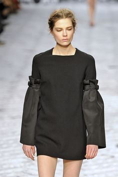 Viktor Rolf Human Human, Viktor Rolf, Red Carpets, The Struts, Plus Size Women, Cold Shoulder Dress, Bohemian, Packaging, Inspire