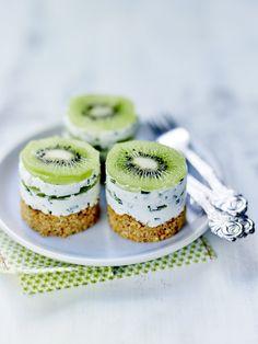 Petits cheesecakes au Kiwi de l'Adour IGP Kiwi Recipes, Donut Recipes, Gourmet Recipes, Dessert Recipes, Healthy Recipes, Sauteed Squash, Healthy Cheesecake, Mini Desserts, Easy Cooking