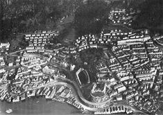 Bebyggelsen 1937 i Indre Sandviken spenner over tre århundrer. Pakkhus langs sjøen fra 1600 og 1700-tallet. Like gammel er deler av bebyggelsen i Skuteviken og ved Sandvikstorvet. (Foto fra «Bergen Bys Historie Bind IV»).